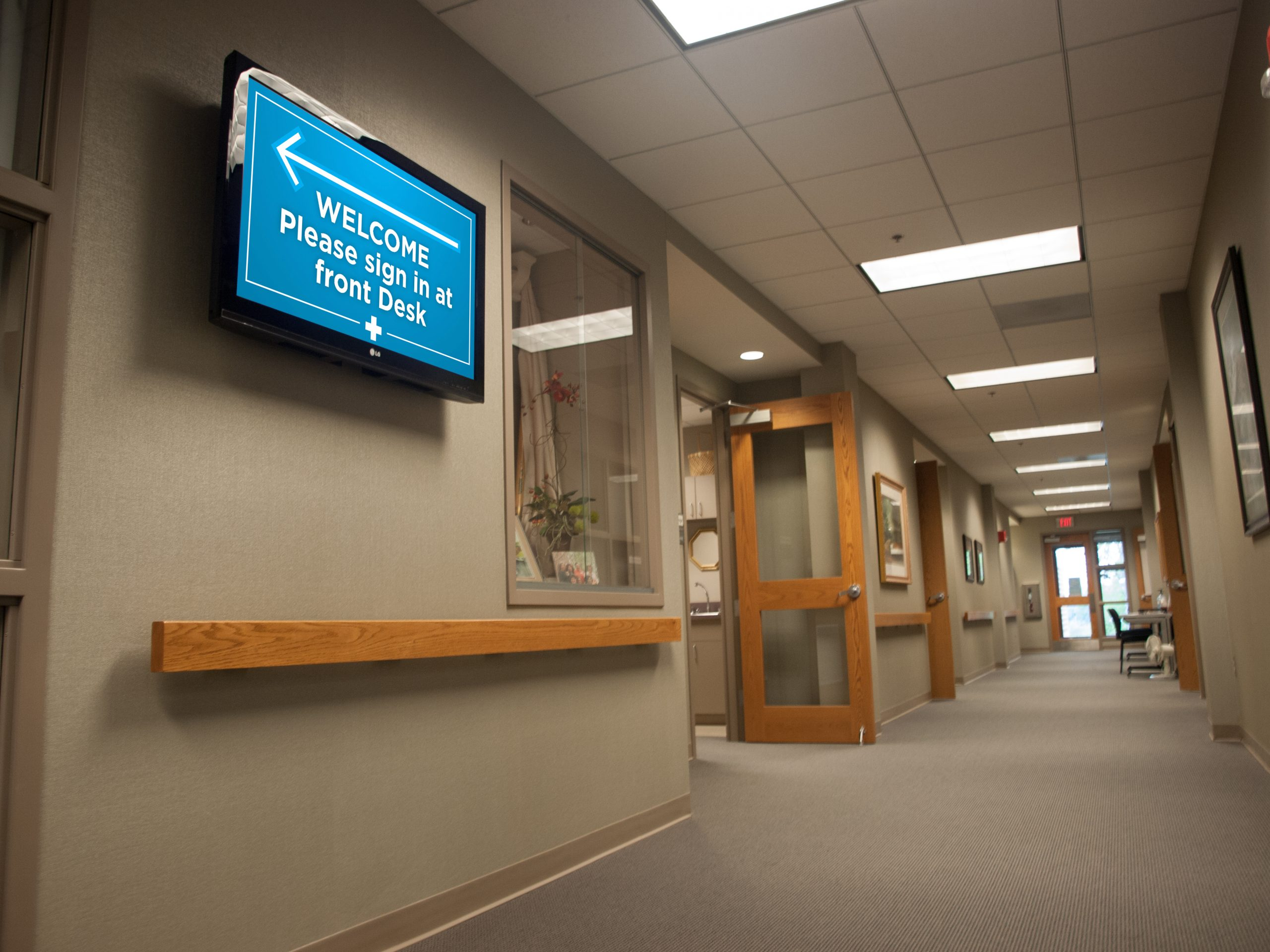 Healthcare Facilities Can Change the Flow of Waiting Rooms With Digital Screens Post COVID-19